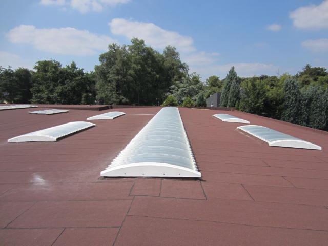Plat dak met lichtstraten