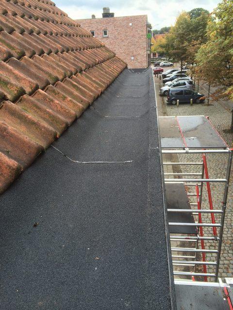 Bakgoot met roofing