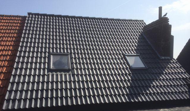 Hellend dak met Velux